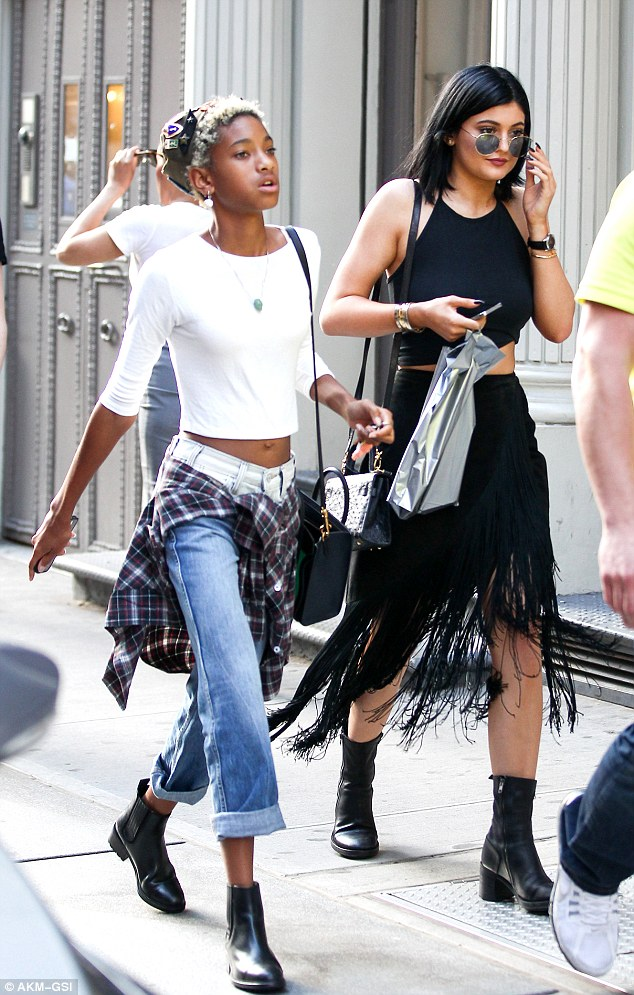 Jozi Gist Bffs Kylie Jenner And Willow Smith Go Shopping In
