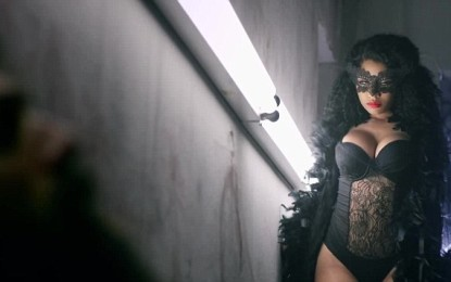 Nicki Minaj displays her dramatic curves in new music video (picture)