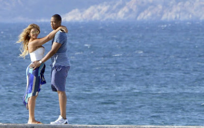 Jay Z and Beyonce kiss passionately as they enjoy holiday in Italy