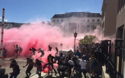Police fire rubber bullets and stun grenades at protesting students